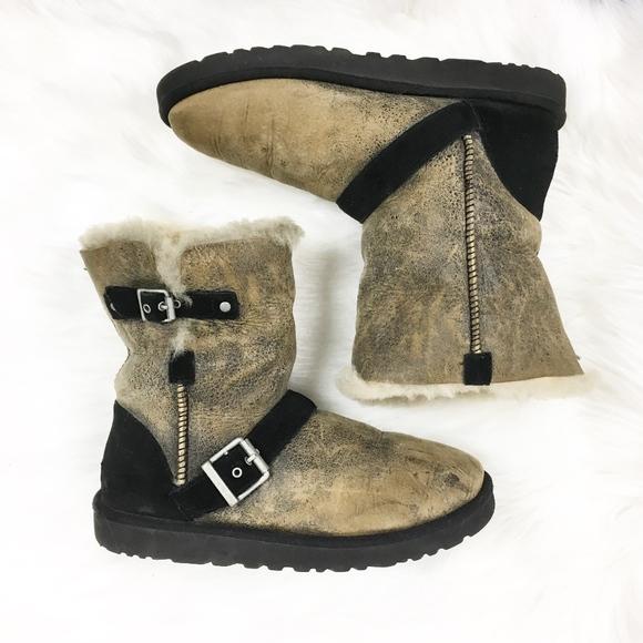 43942cca002 ugg | classic short dylyn genuine skeepskin boots